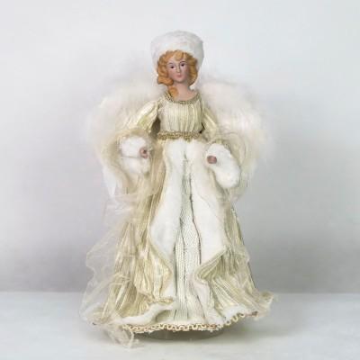 Anioł w stroju zimowym